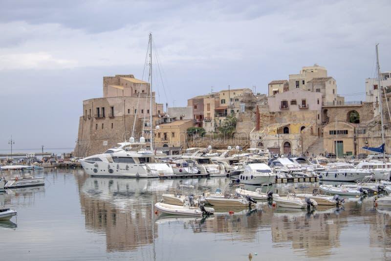 Λιμένας Castellammare στοκ φωτογραφία με δικαίωμα ελεύθερης χρήσης