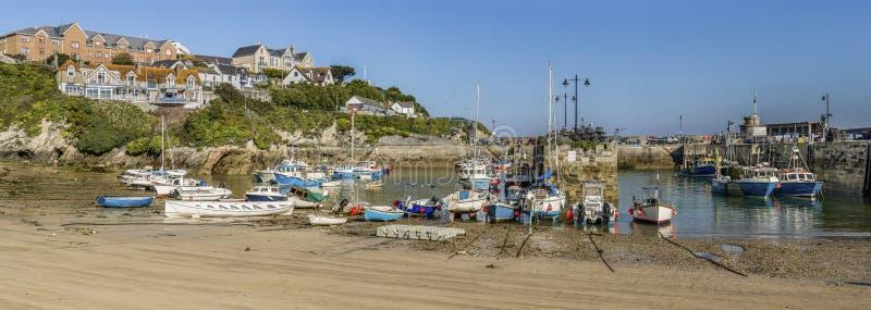 Λιμενικά αλιευτικά σκάφη Newquay at low tide στοκ εικόνα