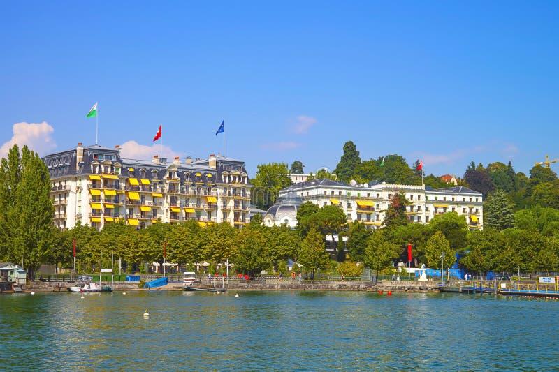 Λιμενική άποψη κόλπων λιμνών της Γενεύης στη Λωζάνη, Ελβετία το καλοκαίρι στοκ εικόνες