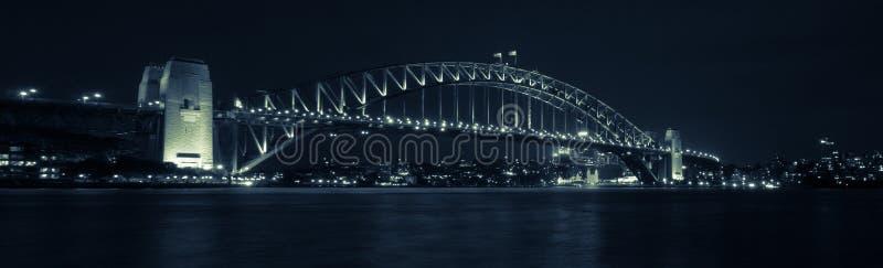 Λιμενική γέφυρα του Σίδνεϊ πανοράματος τή νύχτα στοκ εικόνες με δικαίωμα ελεύθερης χρήσης