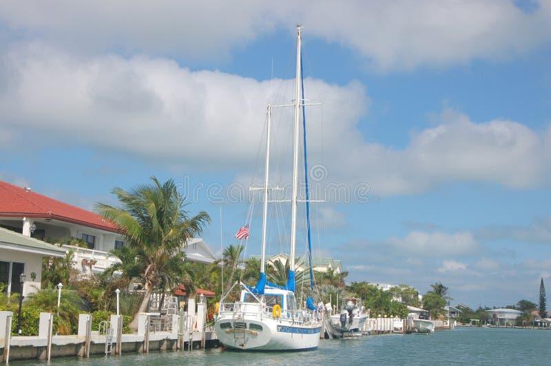 λιμενικό sailboat διαβίωσης στοκ εικόνα με δικαίωμα ελεύθερης χρήσης