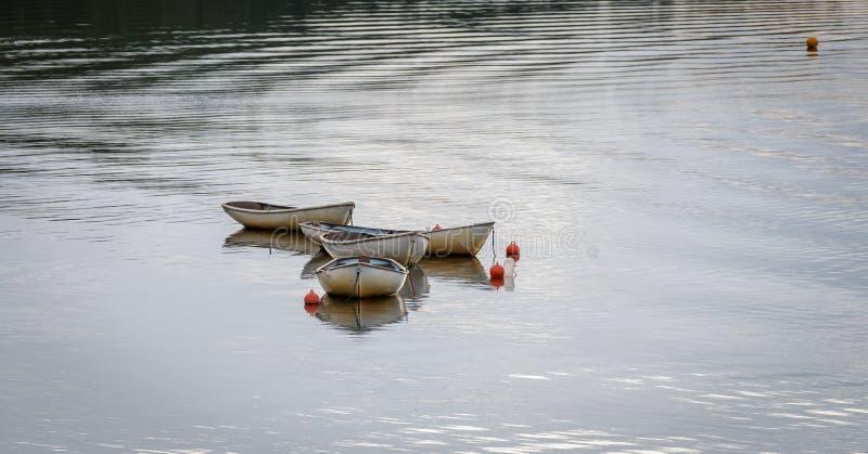 ΛΙΜΝΗ INSH, BADENOCH ΚΑΙ STRATHSPEY/SCOTLAND - 25 ΑΥΓΟΎΣΤΟΥ: Βάρκες στοκ εικόνα με δικαίωμα ελεύθερης χρήσης
