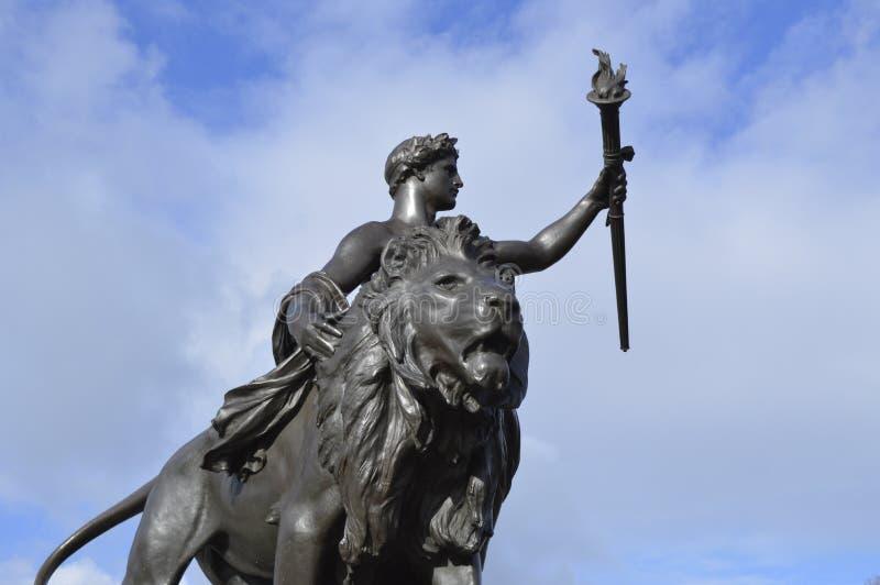 Λιοντάρι του Λονδίνου στον ουρανό στοκ φωτογραφίες με δικαίωμα ελεύθερης χρήσης
