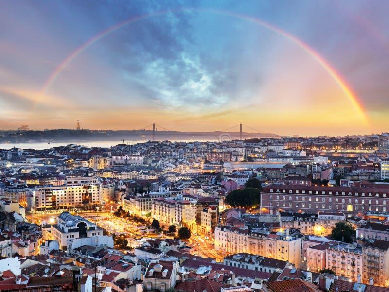 Λισσαβώνα με το ουράνιο τόξο - εικονική παράσταση πόλης της Λισσαβώνας, Πορτογαλία στοκ φωτογραφίες