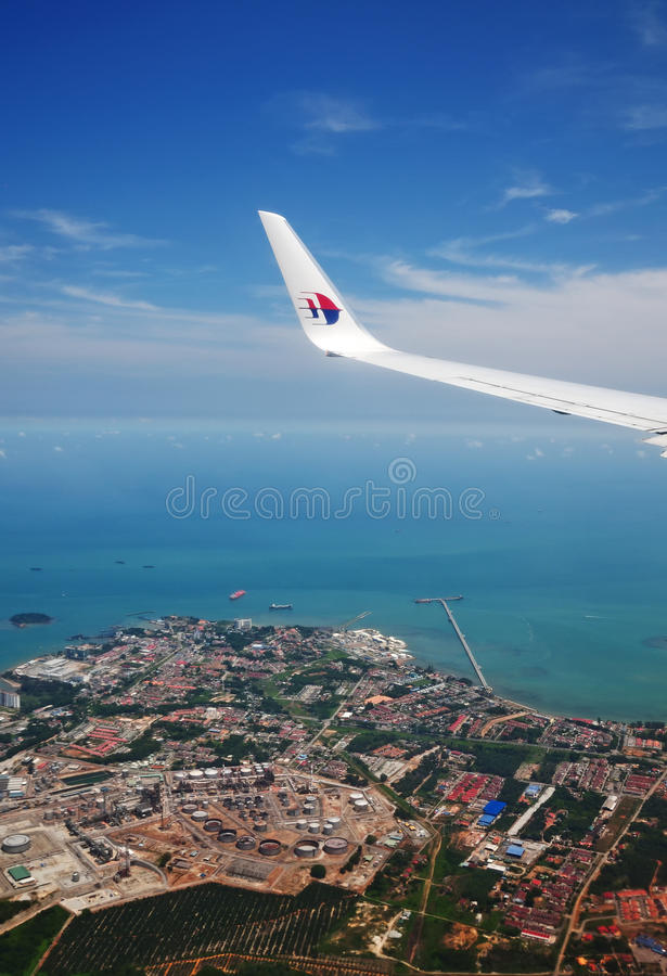 Λογότυπο αερογραμμών της Μαλαισίας στο φτερό αεροπλάνων στοκ φωτογραφία με δικαίωμα ελεύθερης χρήσης