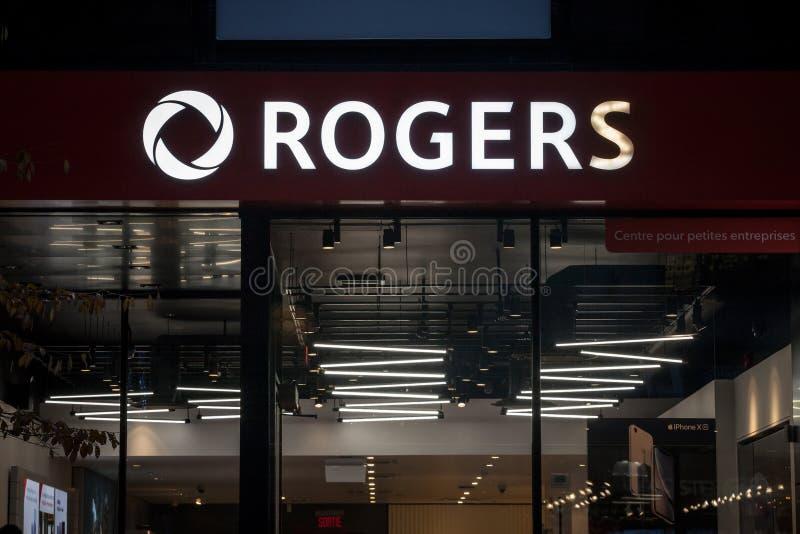 Λογότυπο επικοινωνιών Rogers μπροστά από την τοπική μπουτίκ τους στο Μόντρεαλ Οι επικοινωνίες Rogers είναι καναδική ομάδα στοκ εικόνες