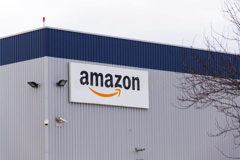 Λογότυπο επιχείρησης ηλεκτρονικού εμπορίου του Αμαζονίου στις διοικητικές μέριμνες που χτίζουν στις 12 Μαρτίου 2017 μέσα Dobroviz στοκ φωτογραφίες