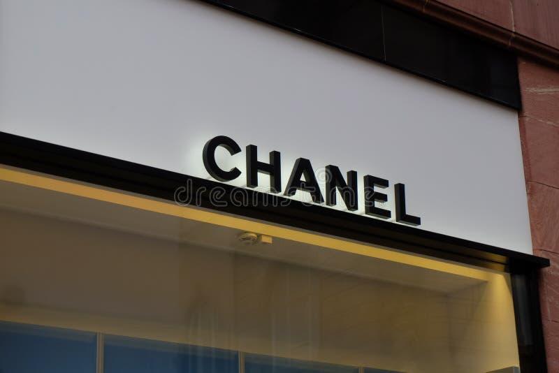 Λογότυπο καταστημάτων της Chanel στη Φρανκφούρτη στοκ φωτογραφία με δικαίωμα ελεύθερης χρήσης