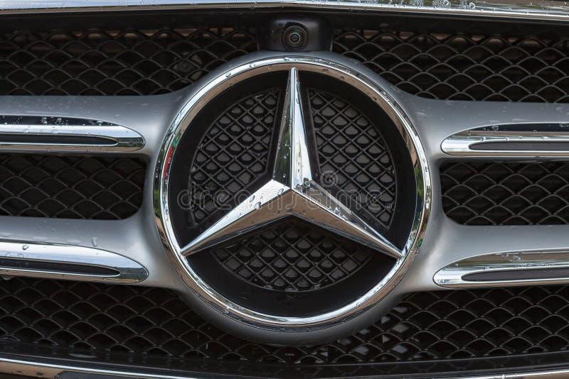 Λογότυπο της Mercedes-Benz στοκ φωτογραφίες
