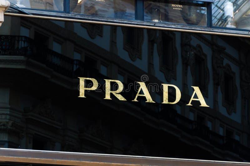 Λογότυπο της Prada στο galleria Vittorio Emanuele ΙΙ στοκ εικόνα