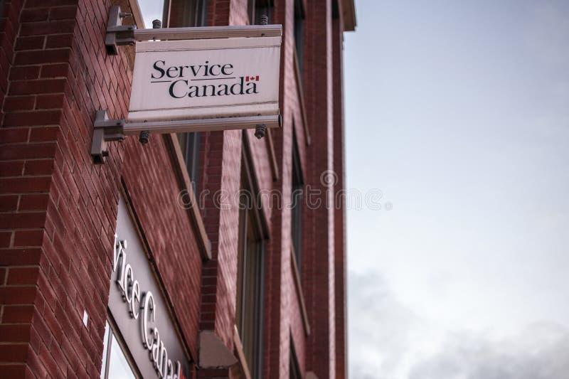 Λογότυπο του Καναδά υπηρεσιών στο γραφείο τους στο στρεπτόκοκκο κολλεγίου στο Τορόντο, Οντάριο στοκ εικόνες