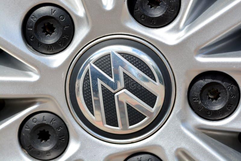 Λογότυπο του Volkswagen στη ρόδα στοκ φωτογραφία