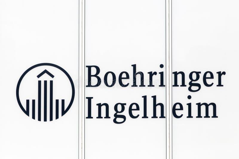 Λογότυπο Ingelheim Boehringer σε ένα κτήριο στοκ φωτογραφία