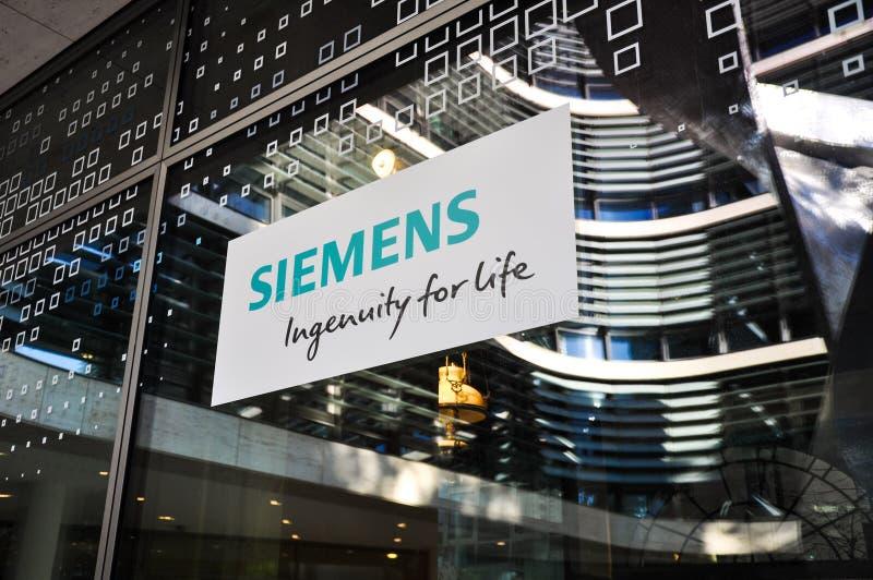 Λογότυπο Siemes στην πόρτα της νέας έδρας - Μόναχο, Γερμανία στοκ φωτογραφία με δικαίωμα ελεύθερης χρήσης