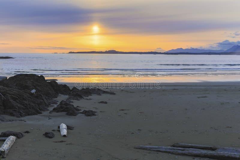 Λονγκ Μπιτς χωρών του δακτυλίου του Ειρηνικού εθνικό πάρκων Νησί Βανκούβερ Π.Χ. Καναδάς ηλιοβασιλέματος επιφύλαξης φυσικό στοκ φωτογραφία