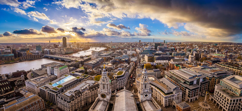 Λονδίνο, Αγγλία - εναέρια πανοραμική άποψη οριζόντων του Λονδίνου που λαμβάνεται από την κορυφή του καθεδρικού ναού StPaul ` s στοκ εικόνες