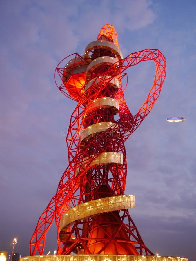 Λονδίνο 2012, η τροχιά τη νύχτα στοκ εικόνα