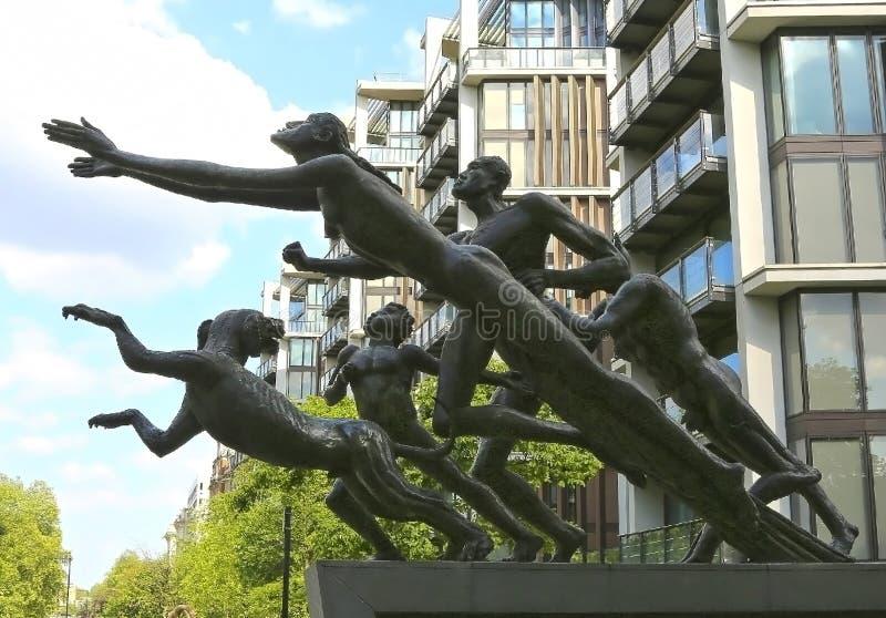 Λονδίνο, Μεγάλη Βρετανία - 26 Μαΐου 2016: Το παν άγαλμα, βιασύνη πράσινου στοκ εικόνες