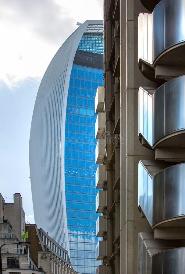 ΛΟΝΔΙΝΟ, σύγχρονη αγγλική αρχιτεκτονική, Walkie-Talkie σύσταση οικοδόμησης πόλη Λονδίνο στοκ εικόνες