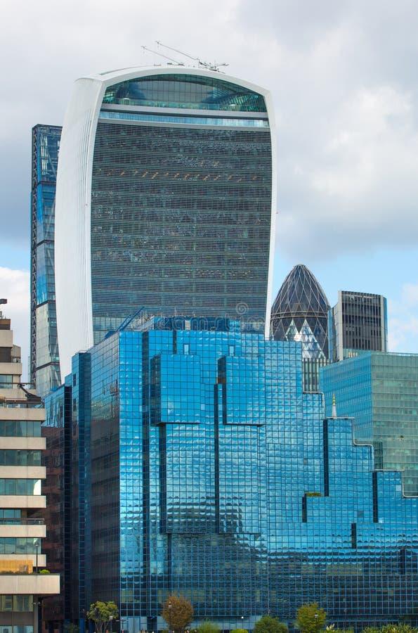 ΛΟΝΔΙΝΟ, σύγχρονη αγγλική αρχιτεκτονική, Walkie-Talkie σύσταση οικοδόμησης πόλη Λονδίνο στοκ φωτογραφία