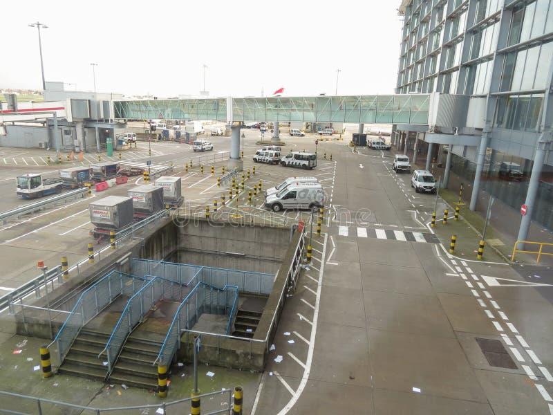 ΛΟΝΔΙΝΟ HEATHROW, UK - ΤΟ ΔΕΚΈΜΒΡΙΟ ΤΟΥ 2014 CIRCA: Ο αερολιμένας του Λονδίνου Heathrow είναι ένας από τους πιό πολυάσχολους αερο στοκ εικόνες με δικαίωμα ελεύθερης χρήσης