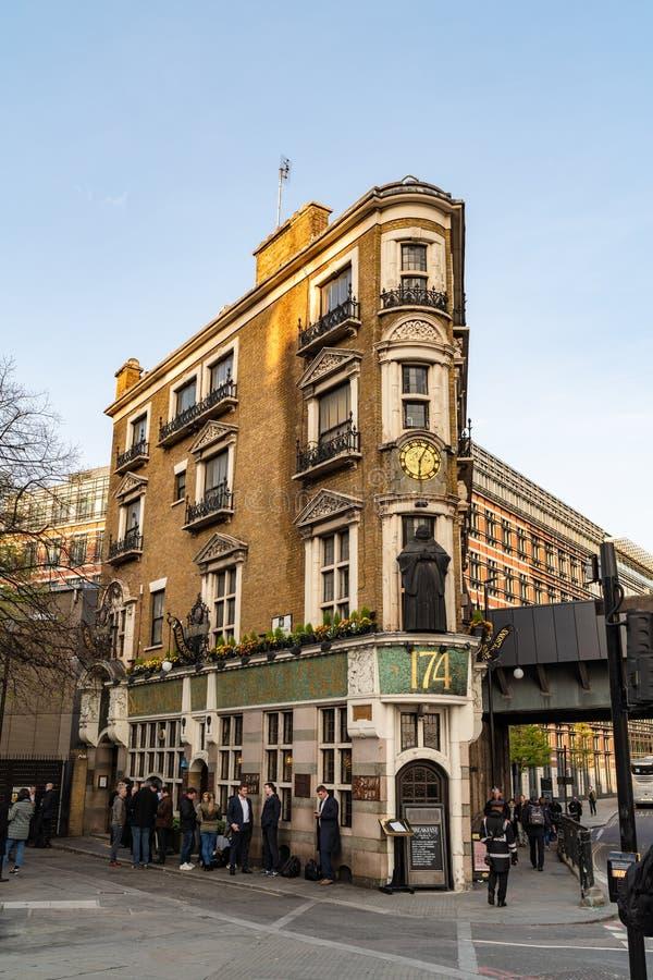 ΛΟΝΔΙΝΟ, UK - 1 ΑΠΡΙΛΊΟΥ 2019: Το μαύρο Friar μπαρ στο κεντρικό Λονδίνο στοκ φωτογραφία με δικαίωμα ελεύθερης χρήσης