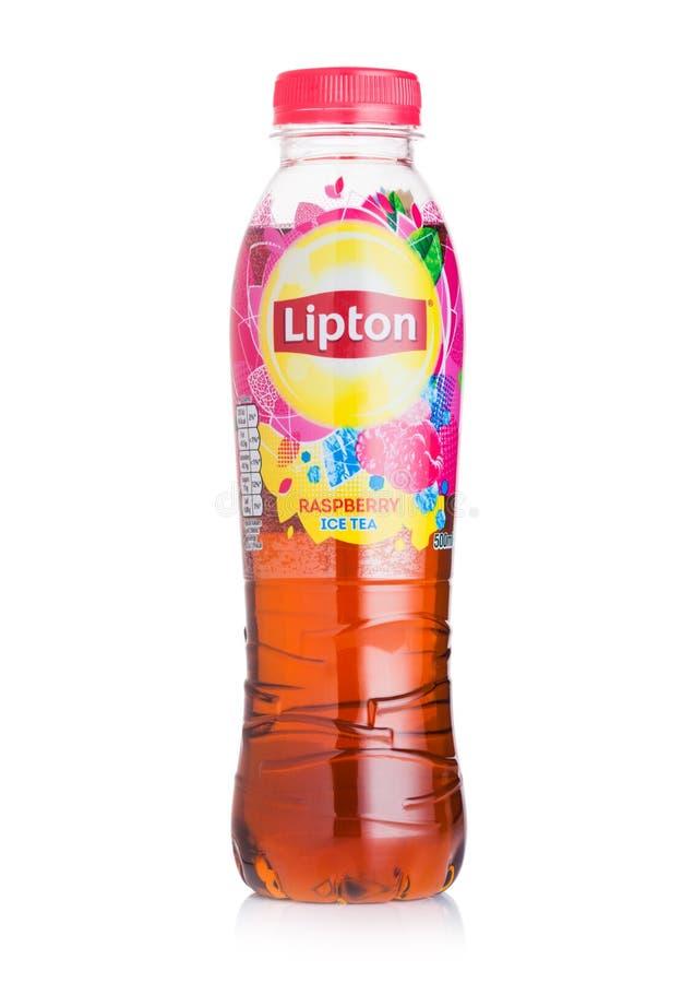 ΛΟΝΔΙΝΟ, UK - 28 ΙΟΥΛΊΟΥ 2018: Πλαστικό μπουκάλι του τσαγιού πάγου Lipton με τη γεύση σμέουρων στο λευκό στοκ εικόνα