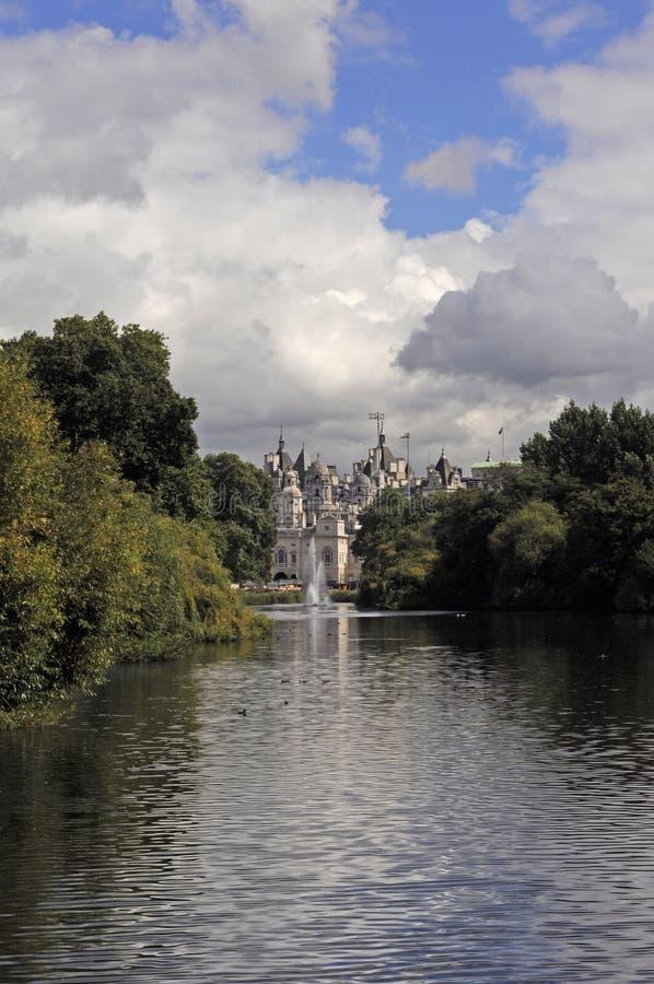 Λονδίνο από το πάρκο του ST James στοκ φωτογραφίες με δικαίωμα ελεύθερης χρήσης