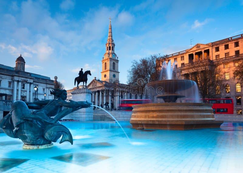 Λονδίνο, πηγή στη πλατεία Τραφάλγκαρ στοκ φωτογραφίες με δικαίωμα ελεύθερης χρήσης