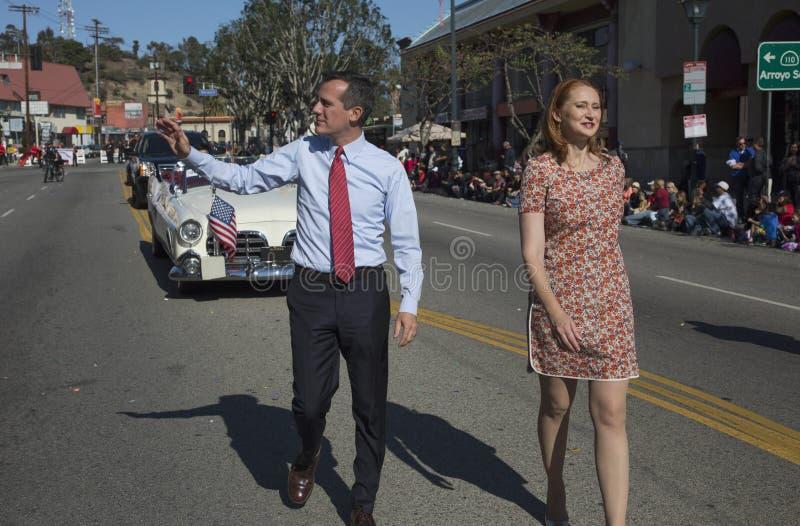 Λος Άντζελες δήμαρχος Eric Garcetti και σύζυγος, Jacque McMillan Μάρτιος στη 115η χρυσή παρέλαση δράκων, κινεζικό νέο έτος, Λος Ά στοκ εικόνες