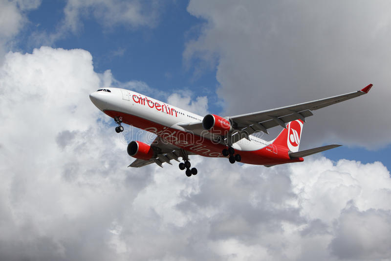 Airbus A330-223 του Βερολίνου αέρα στοκ εικόνα με δικαίωμα ελεύθερης χρήσης