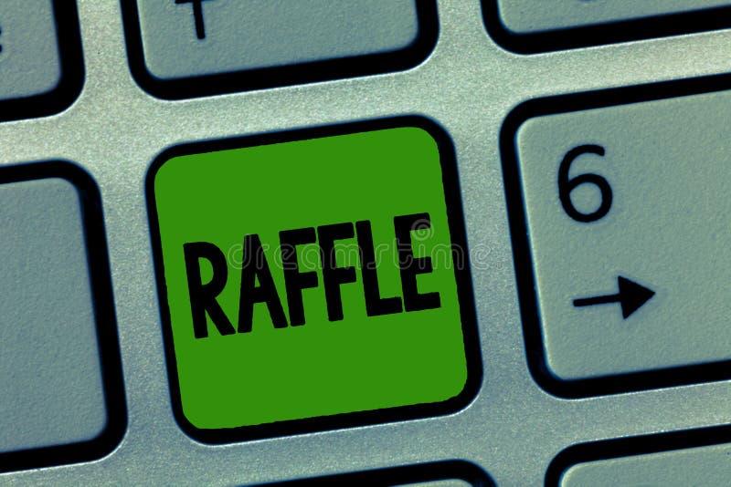 Λοταρία κειμένων γραφής Έννοια που σημαίνει τα μέσα τα χρήματα με την πώληση της αριθμημένης προσφοράς εισιτηρίων ως βραβείο στοκ εικόνες με δικαίωμα ελεύθερης χρήσης