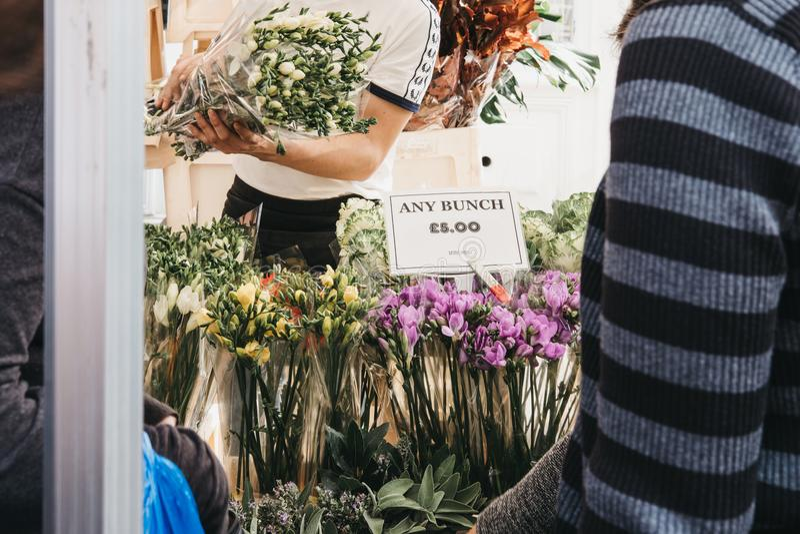 Λουλούδια στην πώληση στην αγορά οδικών λουλουδιών της Κολούμπια, Λονδίνο στοκ εικόνες