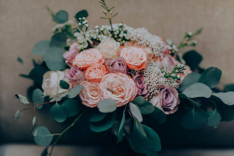 Λουλούδι ανθοδεσμών Γάμος, διακοπές και floral ορισμένη υπόβαθρο έννοια στοκ εικόνες