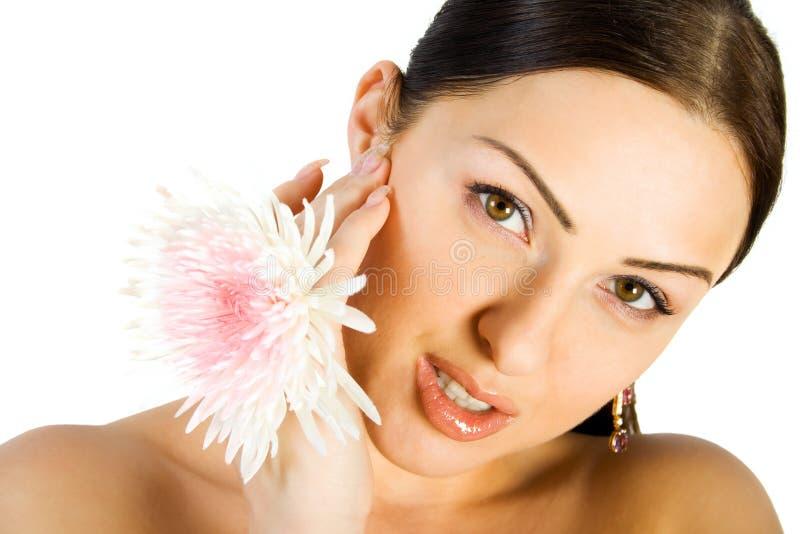 λουλούδι brunette πανέμορφο στοκ φωτογραφία με δικαίωμα ελεύθερης χρήσης