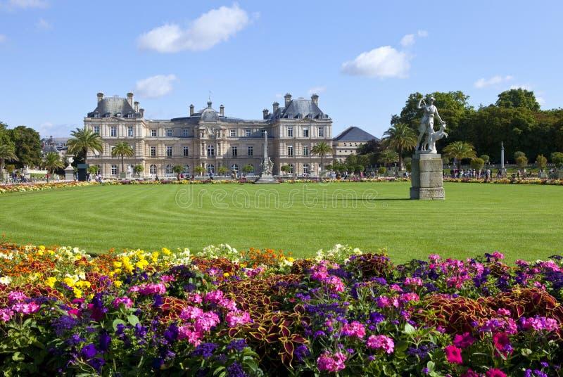 Λουξεμβούργιο παλάτι σε Jardin du Λουξεμβούργο στο Παρίσι στοκ φωτογραφία με δικαίωμα ελεύθερης χρήσης