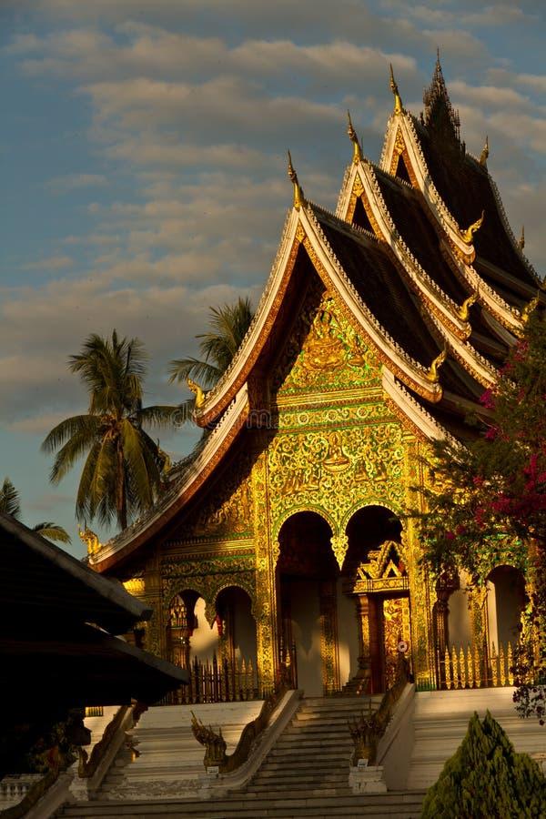 Λουρί Xieng Wat - ο χρυσός ναός πόλεων σε Luang Prabang στοκ εικόνες