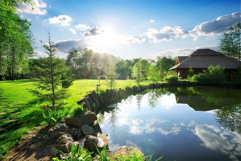 Λουτρά κοντά στη λίμνη στοκ εικόνες με δικαίωμα ελεύθερης χρήσης