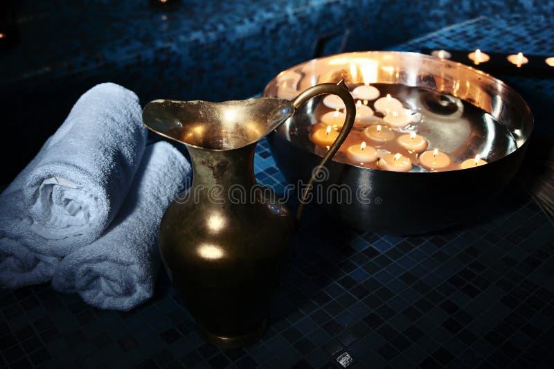 Λουτρά τοπίου hammam, διαδικασίες SPA Κανάτα χαλκού, κύπελλο με το έγκαυμα στοκ εικόνα με δικαίωμα ελεύθερης χρήσης