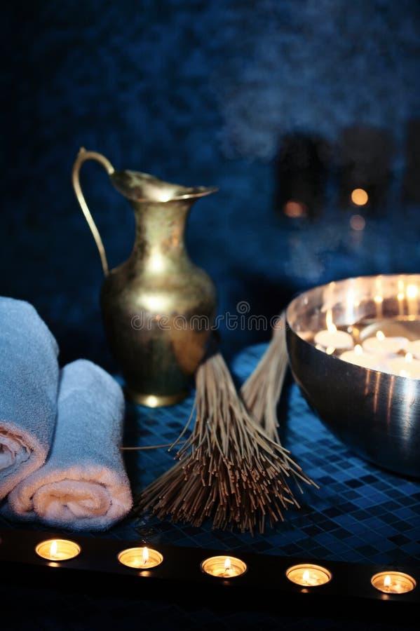 Λουτρά τοπίου hammam, διαδικασίες SPA Κανάτα χαλκού, κύπελλο με το έγκαυμα στοκ φωτογραφία