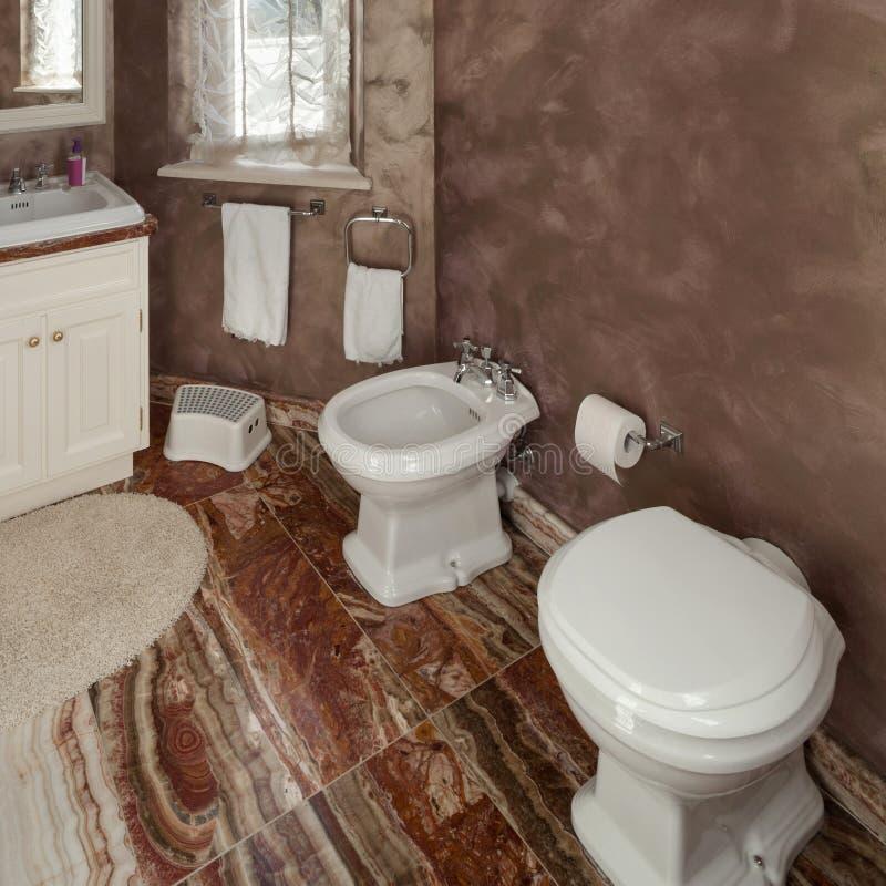 Λουτρό, τουαλέτα και μπιντές στοκ εικόνα