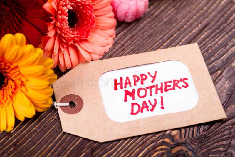 Λουλούδια και ετικέττα ημέρας μητέρων ` s στοκ εικόνες με δικαίωμα ελεύθερης χρήσης
