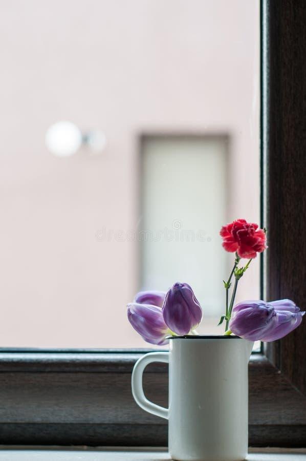 Λουλούδια στο βύσμα στοκ εικόνα