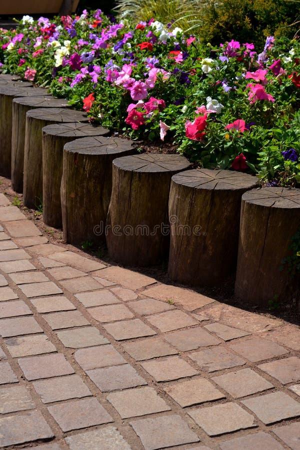 Λουλούδια στο τετράγωνο στοκ φωτογραφίες