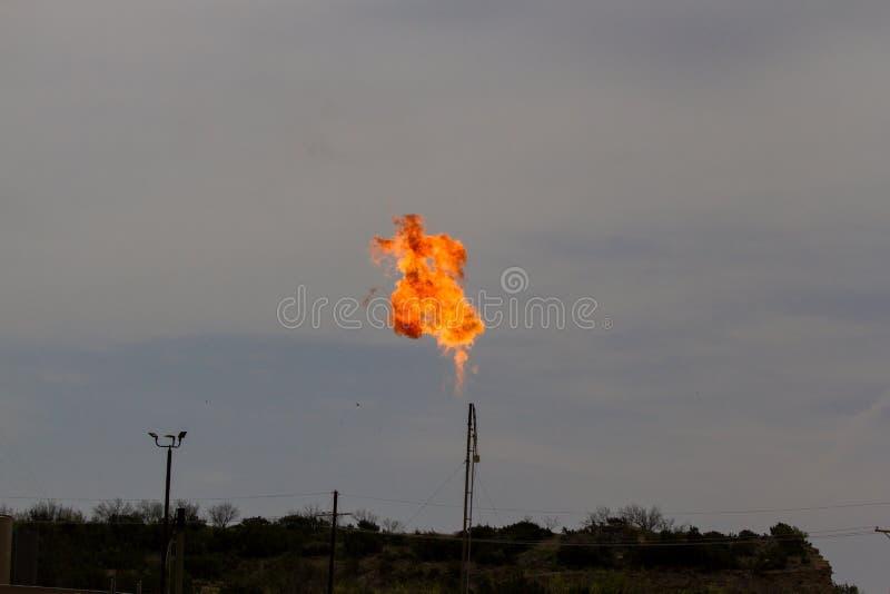 Λοφίο ή φλόγα μεθανίου στη Permian λεκάνη στοκ εικόνα με δικαίωμα ελεύθερης χρήσης