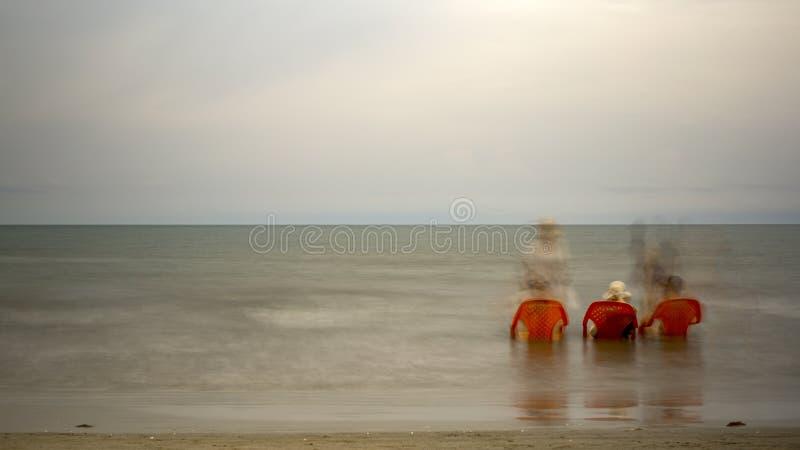 Λούσιμο θάλασσας τριών ηλικιωμένων κυριών στοκ φωτογραφία