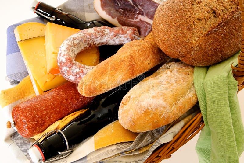 λυγαριά τροφίμων καλαθιώ&n στοκ φωτογραφίες