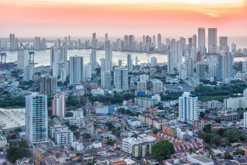 Λυκόφως ηλιοβασιλέματος ουρανοξυστών πόλεων της Κολομβίας οριζόντων της Καρχηδόνας στοκ φωτογραφίες με δικαίωμα ελεύθερης χρήσης