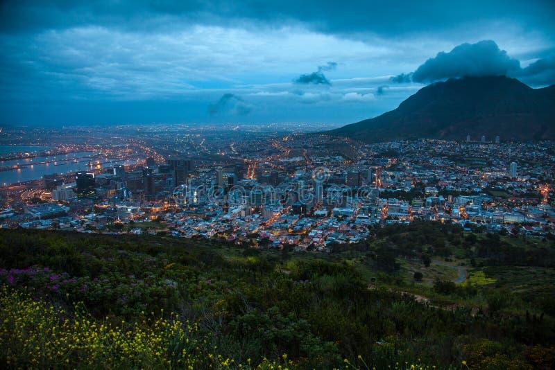 Λυκόφως του Καίηπ Τάουν, Hill σημάτων, Νότια Αφρική στοκ φωτογραφία