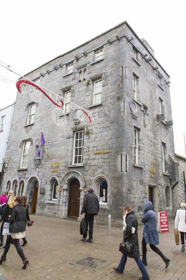 Λυντσάρετε ` s Castle στην οδό καταστημάτων Galway στοκ φωτογραφία